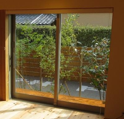 窓からの眺め、坪庭、植栽、目隠し